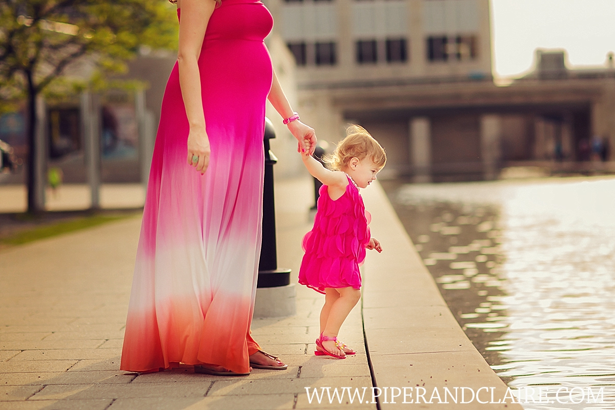 4_expecting-mother-and-daughter-portrait